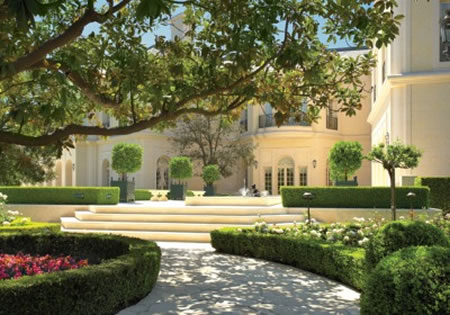 The Manor в районе Holmby Hills